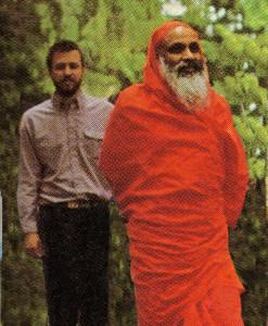 1996 Swami Advayatmananda (Daksha) with Swami Dayananda at Saylorsburg Gurukulam