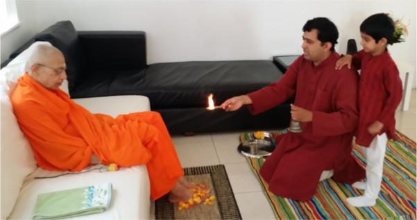 Swami Viditatmananda Pādapūjā Ārati by devotee in San Diego