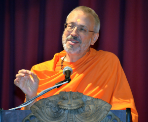Swami Advayatmananda addressing temple audience